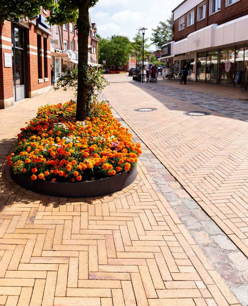 Clay pavers can be used to transform both domestic and commercial settings.