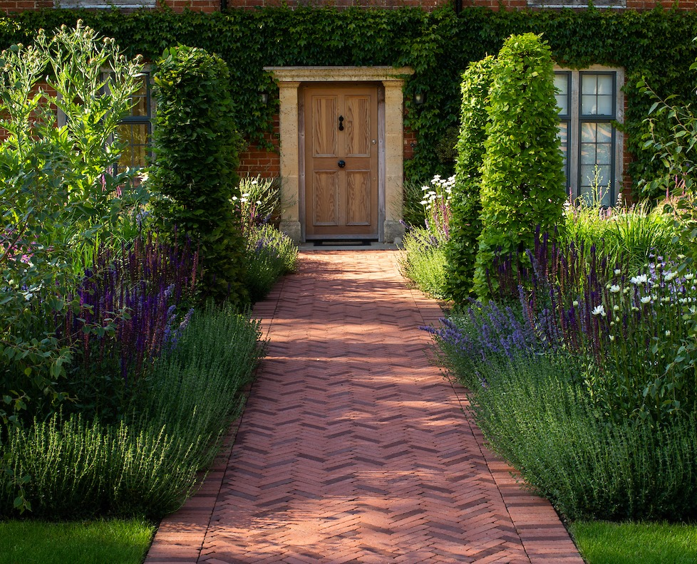 Clay pavers add a classic feel to this design.